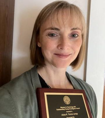 Timme-Laragy receives the award for outstanding young female researchers in toxicology |  News and media relations office