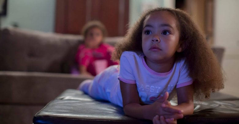 Use of high-dose electronic media in connection with psychosocial symptoms in 5 year olds