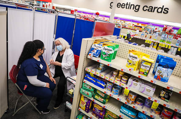 CVS, Walgreens, Grocers Stop J&J Vaccines and try to reschedule