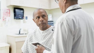 Severity of multiple sclerosis symptoms related to race / ethnicity