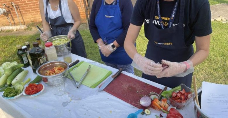 WVU medical groups hold cooking demonstration at Good Samaritan Free Healthcare |  Magazine news