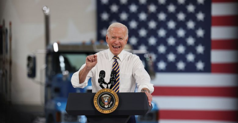 Biden urges states to offer cash payments of $ 100 for vaccinations
