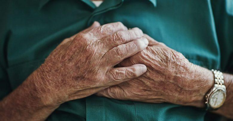 OAC reduces the risk of stroke with AF or HFrEF despite the higher risk of bleeding